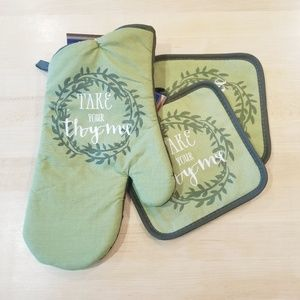 Other - Take your thyme green pot holders and oven mit